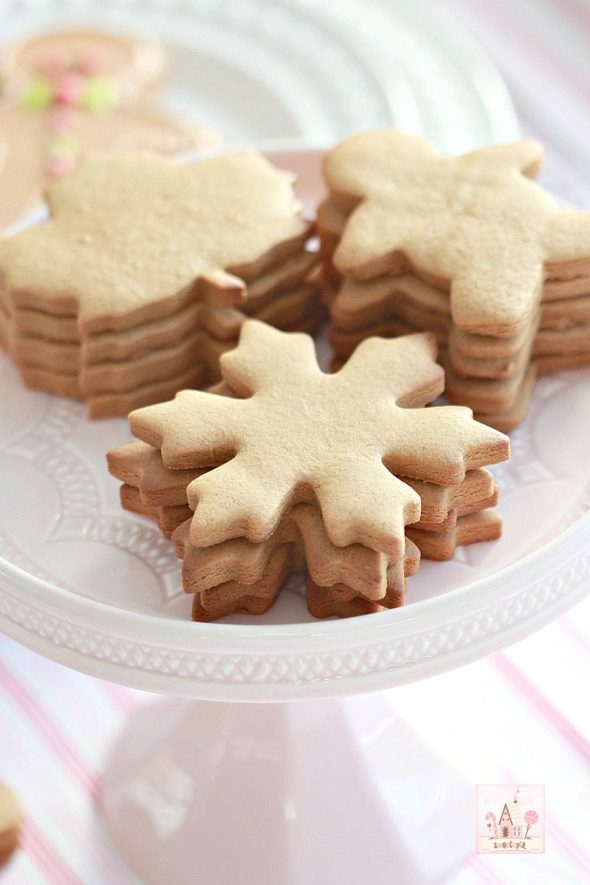 gingerbread-cut-out-cookies-for-fall-and-holidays-_-sweetopia