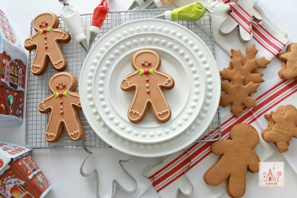 gingerbread-dough-video-tutorial-_-sweetopia-site