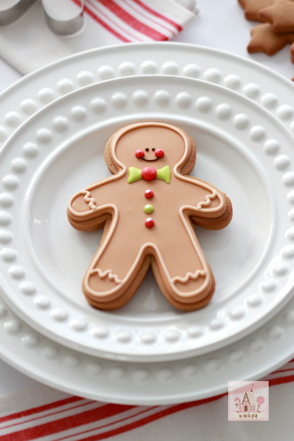 (Video & Recipe) How to Make Gingerbread Cut-Out Cookies ...