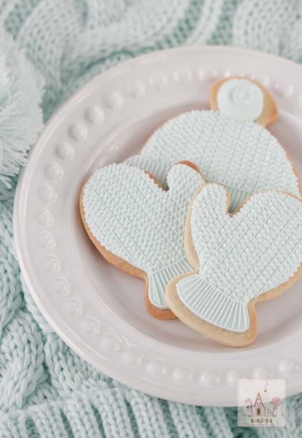 hat-and-mitten-decorated-royal-icing-cookies