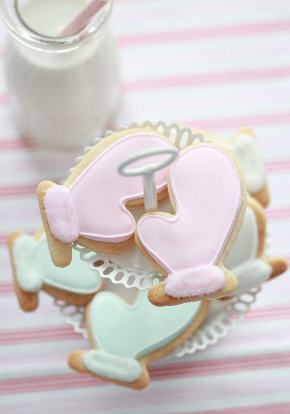 mini-mitten-decorated-cookies