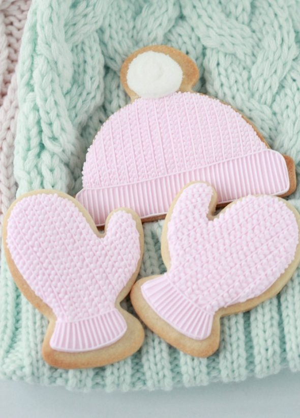 video-step-by-step-_-decorating-cable-knit-cookies