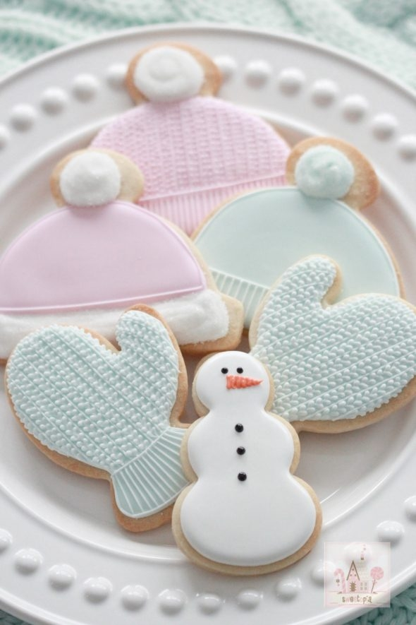 video-tutorial_decorating-cable-knit-mittens-and-hat-cookies