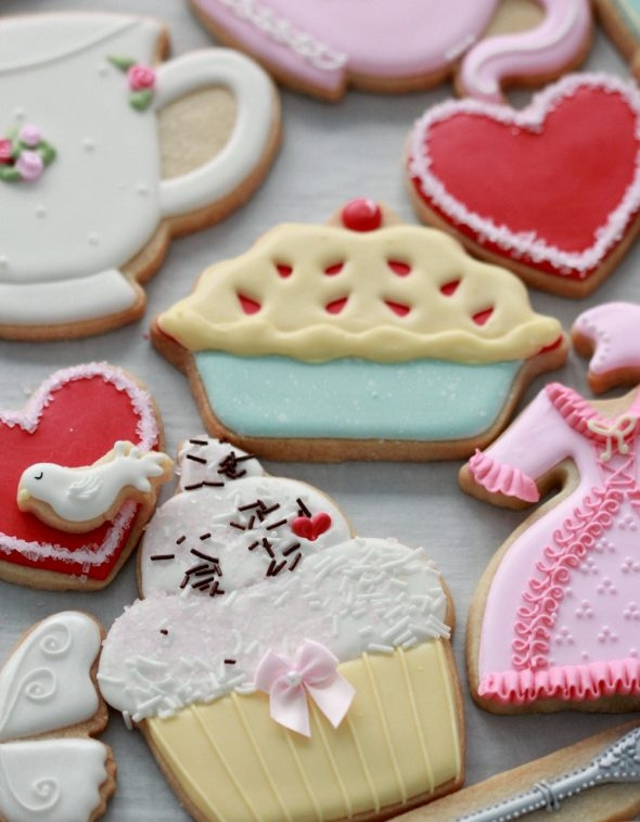 Cupcake and pie decorated cookies