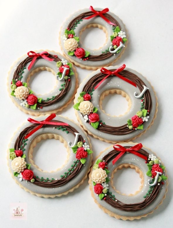 Holiday Wreath Decorated Cookies and Chocolate Royal Icing Recipe