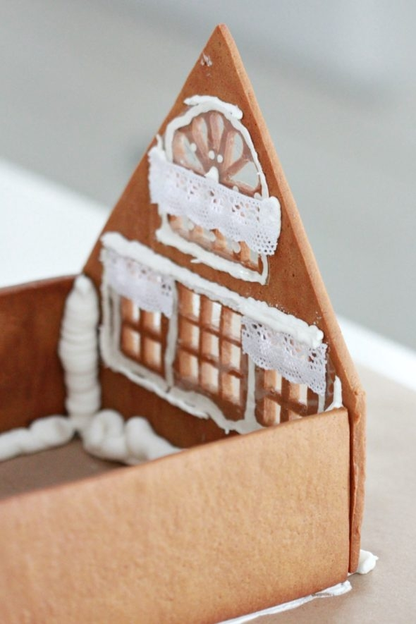 Assembling a Gingerbread House Sweetopia