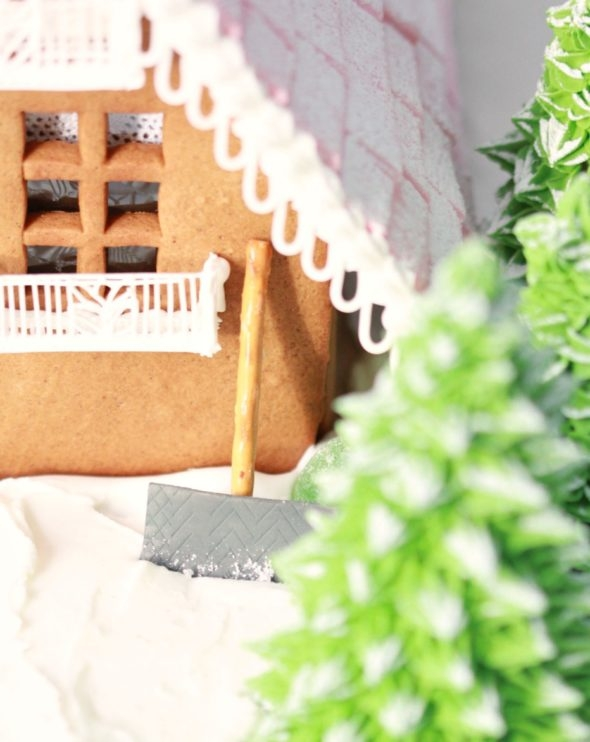 Gingerbread House Shovel
