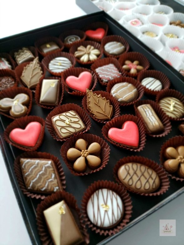 Decorating Simple Box of Chocolates Cookies _ Video Tutorial