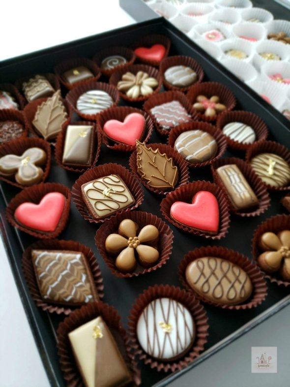Decorating Simple Box of Chocolates Cookies _ Video Tutorial