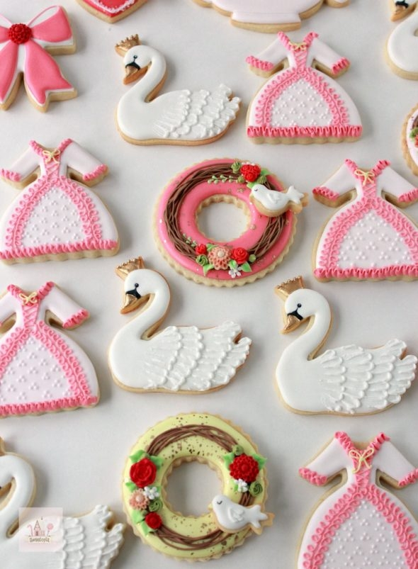 How to decorate Valentine cookies video tutorial