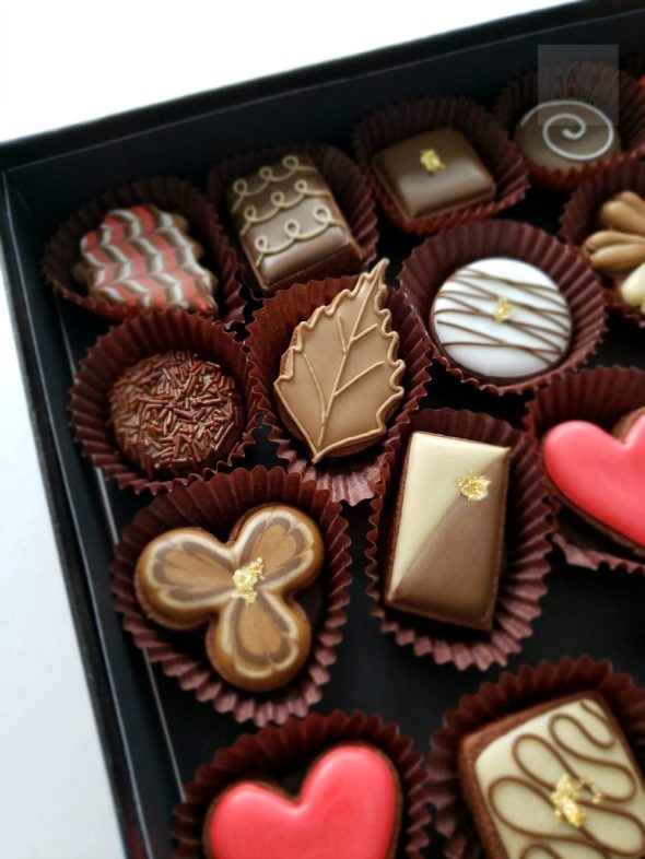 Simple Box of Chocolates Decorated Cookies Video Tutorial