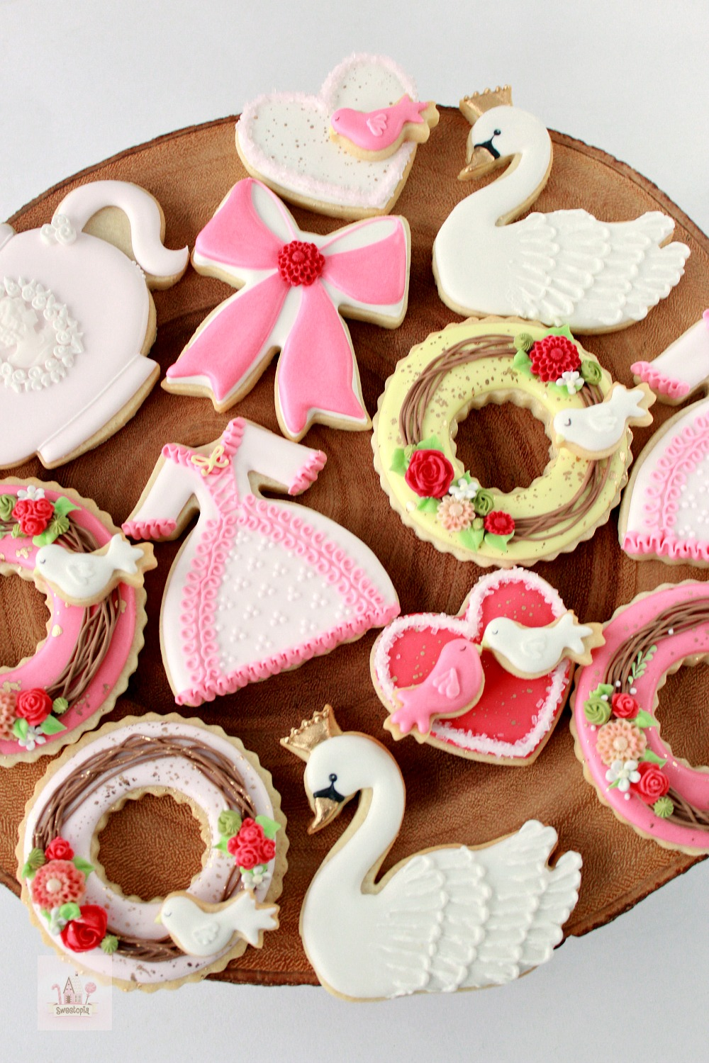 Video How To Decorate Valentine Cookies Swan Wreath And Dress