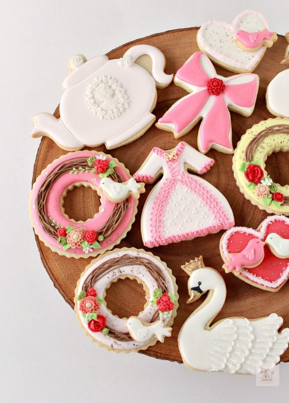 Video Tutorial Valentine Decorated Cookies