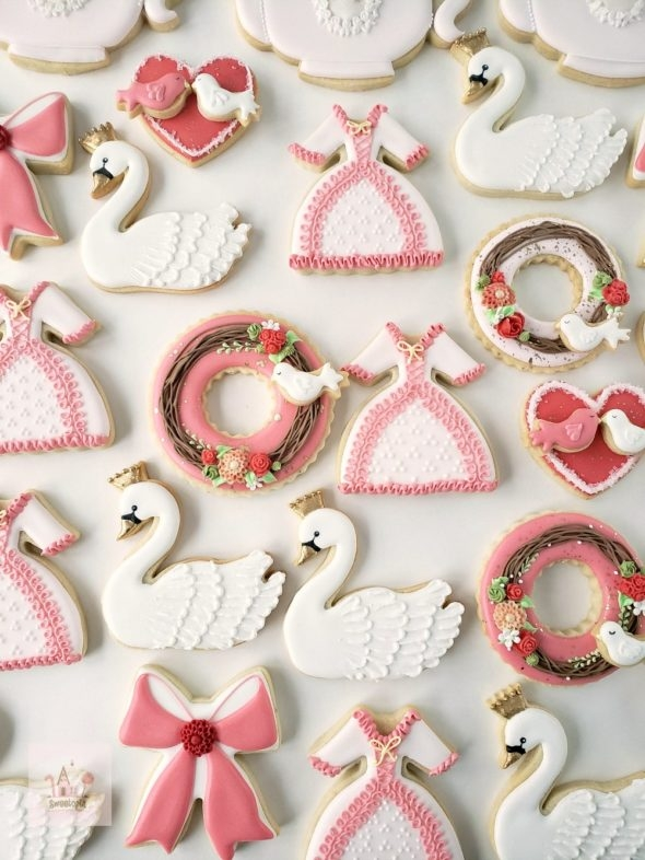 Video _ how to decorate Valentine cookies