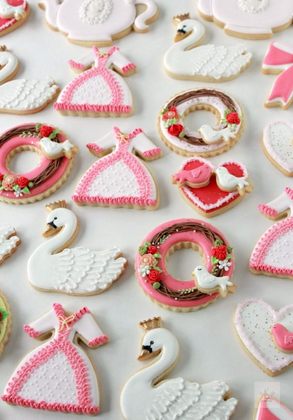video tutorial wreath dress and swan decorated cookies