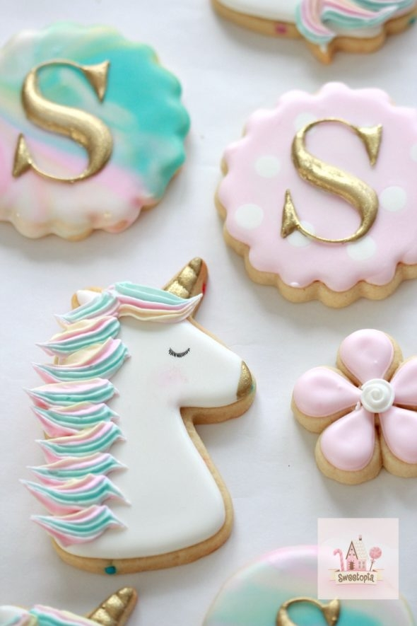 Decorating Unicorn Cookies